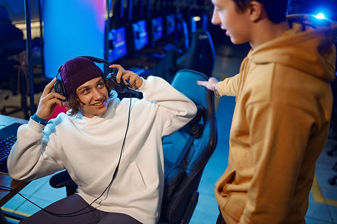 two-gamers-talking-at-the-monitor-in-gam
