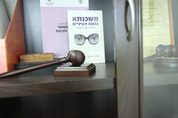 מבט על ארונית במשרד
