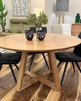 Beautiful natural timber dining table 🖤