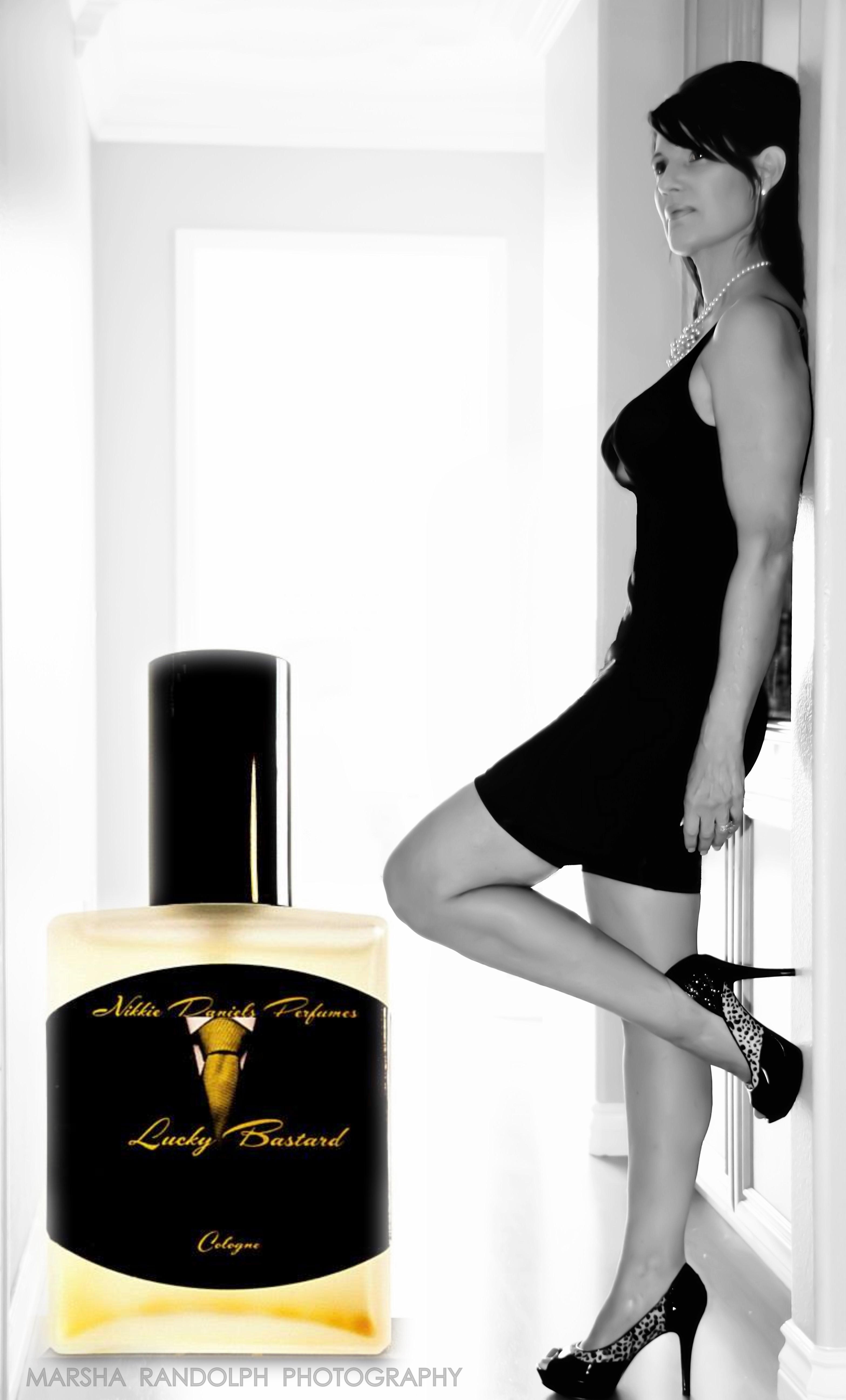 Nikkie Perfume (2)_HALLWAY_mr