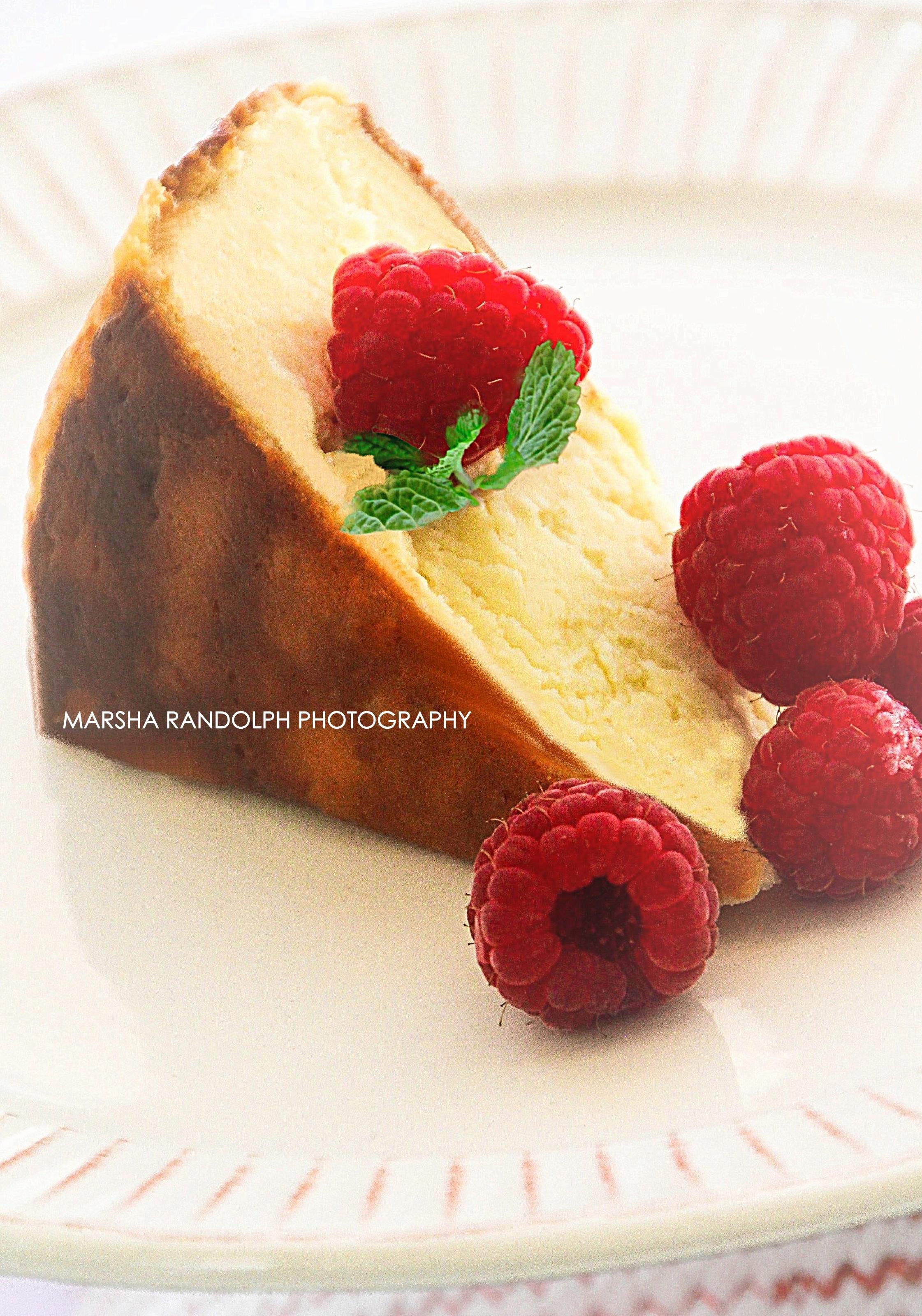 FOOD_CHEESE_CAKE RASBERRIES_MINT_VIGNETT