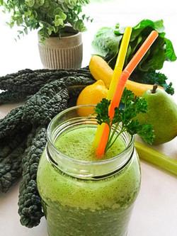 Smoothie_Healthy_vegetable_Drink_08317 M