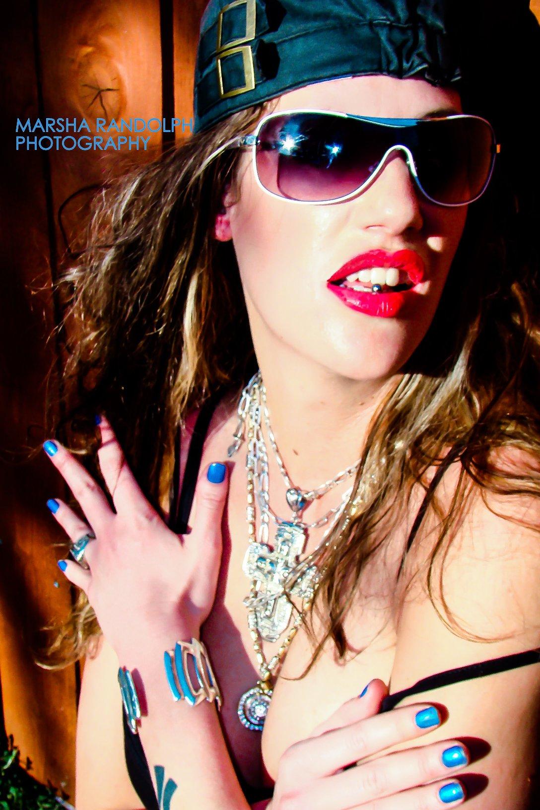 CREATIVE Nicci Tongue Ring MR