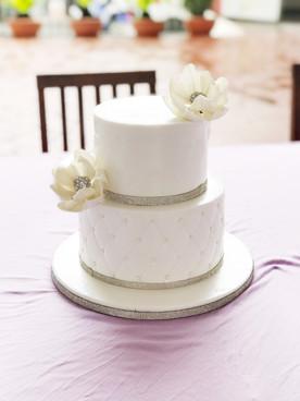 White 2 tier wedding cake