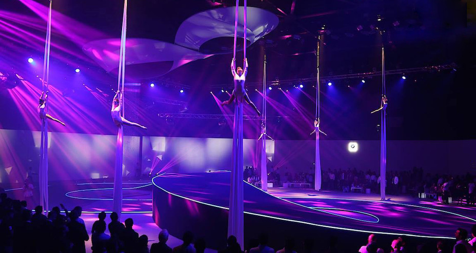 GROUP AERIAL SILKS PERFORMANCE IN MUBAI FOR BMW i8 CAR LAUNCH