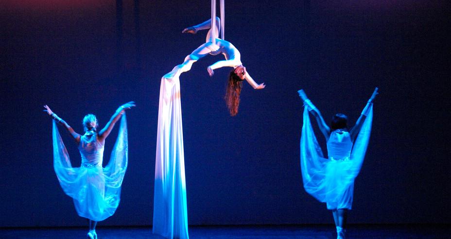 AERIAL SILKS & BALLET ACT AT STAFORD CIRCUS THEATRE