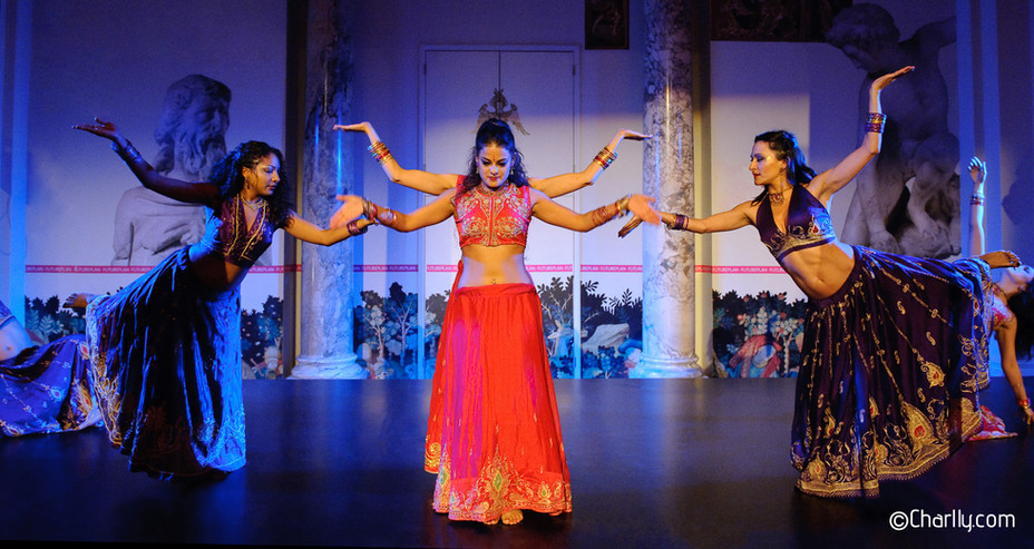 INDIAN BOLLYWOOD DANCE SHOW FOR ASIAN ARTS AT THE V & A