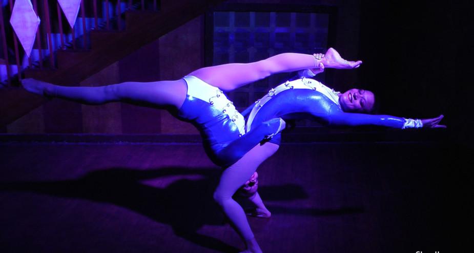 ACROBALANCE DANCE FEMALE DUO