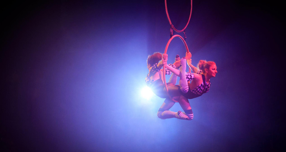 CIRCUS THEMED INFINITY HOOP PERFORMANCE FOR TWISTED CIRCUS