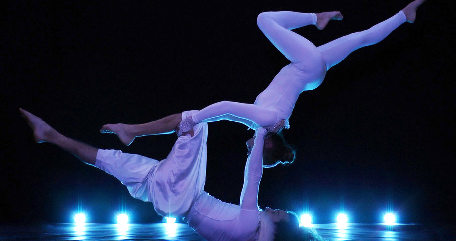 WINTER WHITE THEMED ACROBALANCE ACT