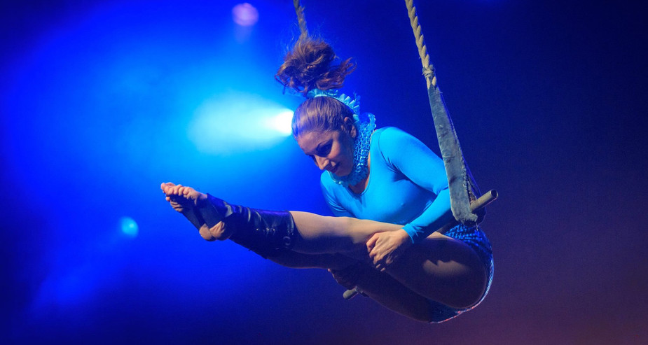 TRAPEZE ACT NYE EVENT
