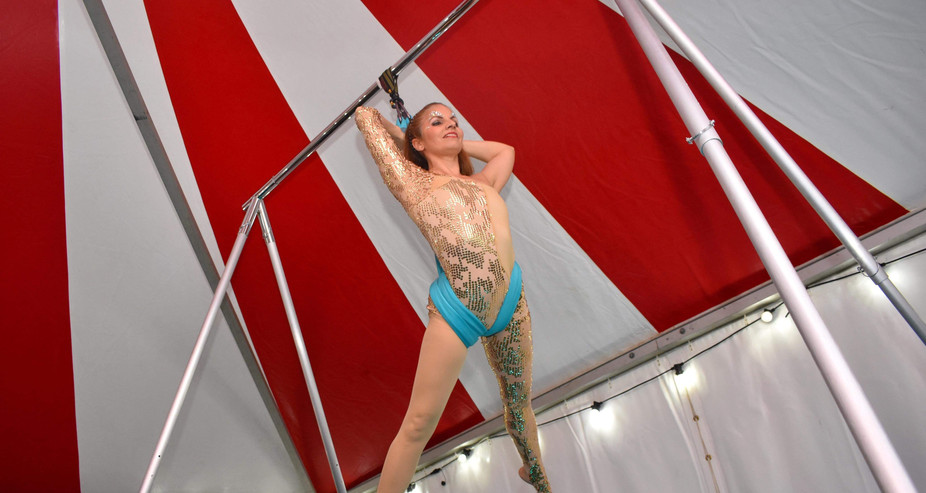 FREESTANDING AERIAL RIG - Aerial sling performance on portable rig with no themed dressing.