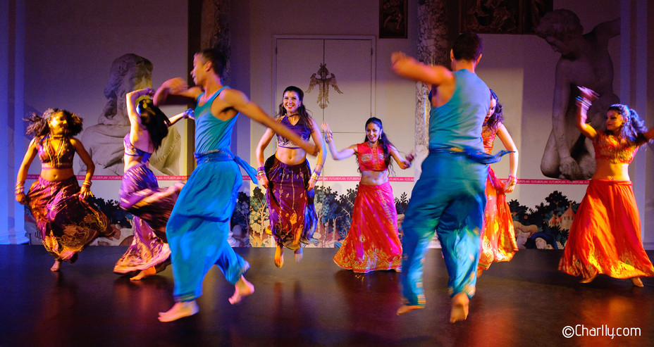 INDIAN BOLLYWOOD GROUP DANCE SHOW