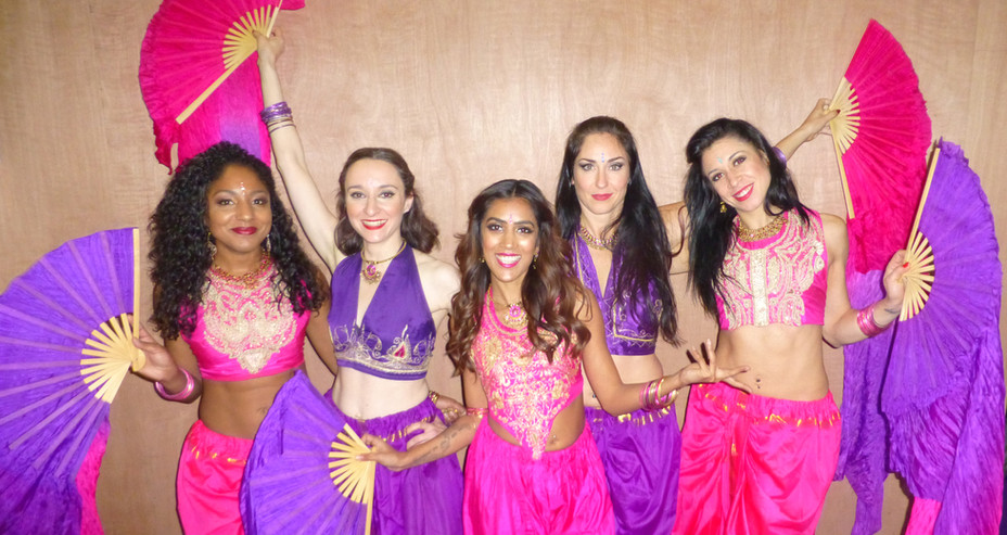 BOLLYWOOD INDIAN GROUP COSTUMES WITH FANVEILS
