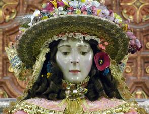 La Virgen del Rocío amanece vestida de Pastora para su Traslado