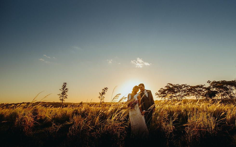 fotografia de casamento por do sol buque de noiva casamento no campo natureza sao paulo presidente prudente