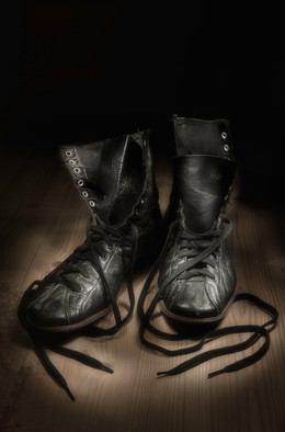 BOXING SHOES - WAITING