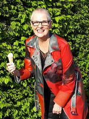 Karin F. im Latextrenchcoat
