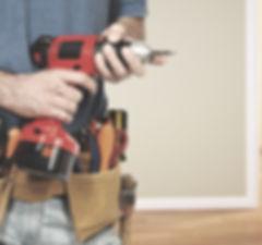 Alt text Hacemos pequeñas reparaciones en la casa, o en empresas, tales como arreglar enchufes, cambiar cerrduras, abrir la puerta porque se han dejado las llaves dentro, cambiar grifos porque están rotos, o desatascar un fregadero.