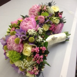 Pretty summer wedding bouquets
