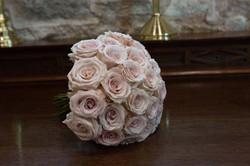 Wedding bouquet quick sand roses