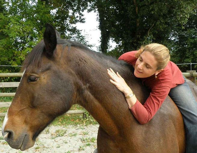 Céline COCHET, somatopathe, murmure à l'oreille des chevaux