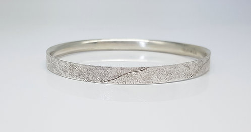 chasing and repousse, bangle,silver, texture, lines, cardiff, silversmith, cardiff jeweller, silversmiths cardiff
