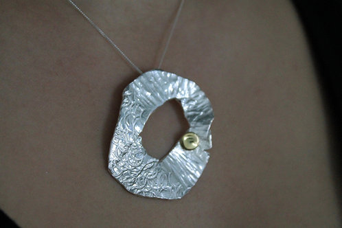 chasing and repousse, pendant, gold,silver, texture, cardiff, silversmith, cardiff jeweller, silversmiths cardiff