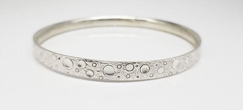 chasing and repousse, bangle,silver, texture, lines and dots, cardiff, silversmith, cardiff jeweller, silversmiths cardiff