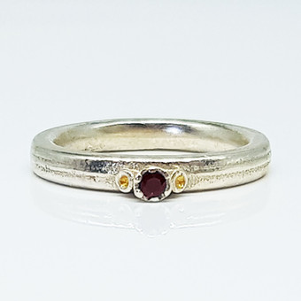 Rebecca Oldfield 3 Point Chaotic Cluster Ring With 24ct Gold & Garnet Gemstone