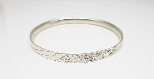 chasing and repousse, bangle,silver, texture, lines,structure, cardiff, silversmith, cardiff jeweller, silversmiths cardiff
