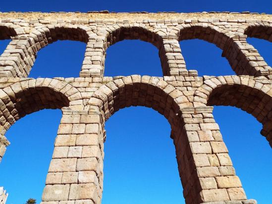 Bate e Volta de Madrid: Segovia e o conchinillo