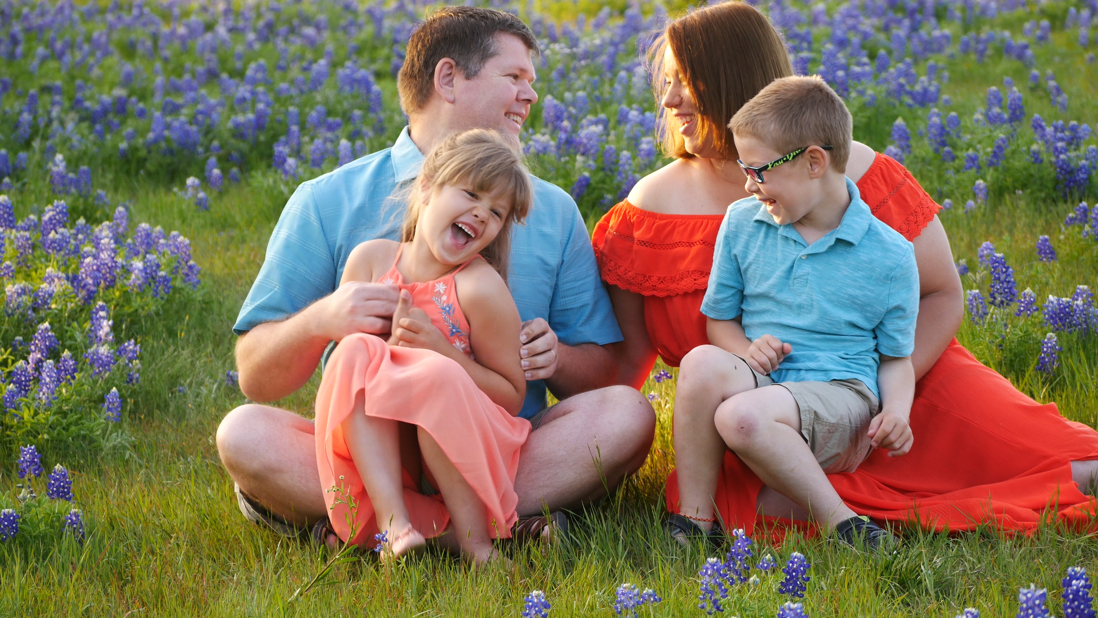 FAMILY PHOTOS WITH NO PHOTOGRAPHER- IN THE TEXAS BLUEBONNETS   RV