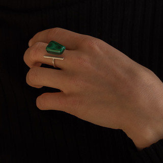 Silver ring with malakit gemsto