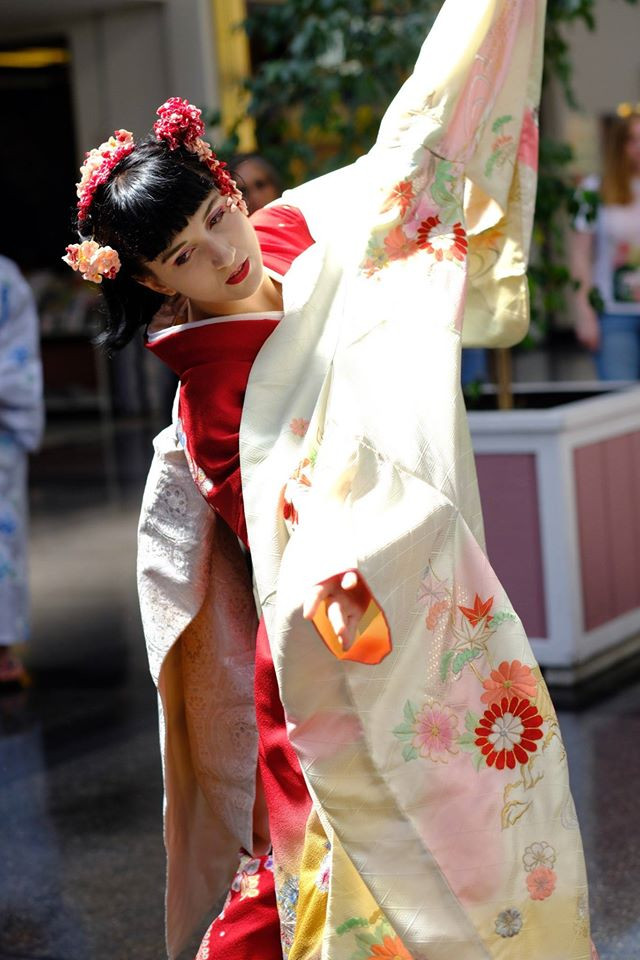 Japanese dance by Ajna Kenning