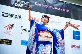 Japonský tanec s vějíři