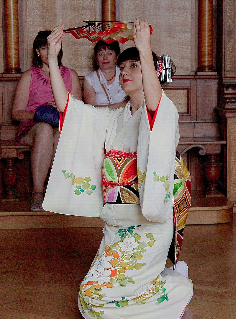Japanese dance performance