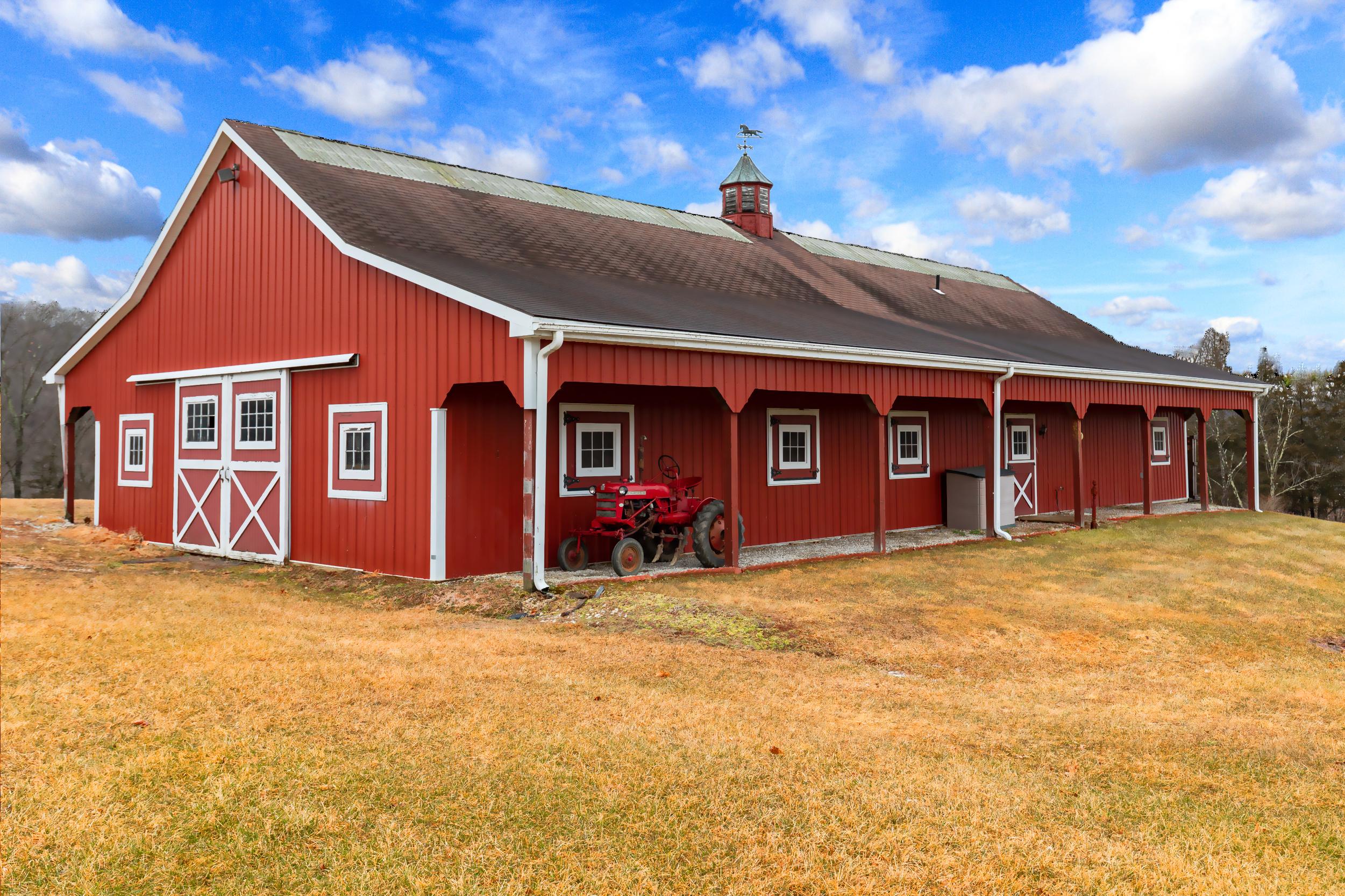 11-horse barn