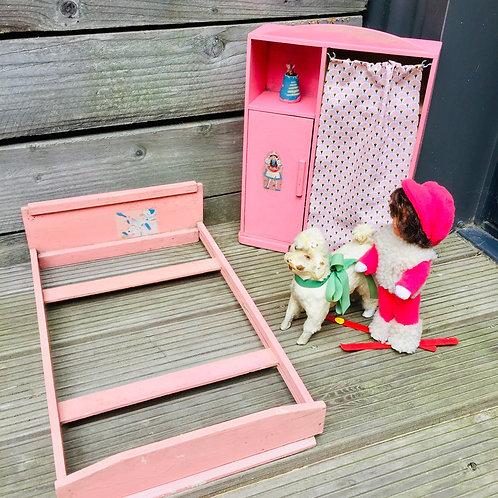 Armoire et lit de poupée