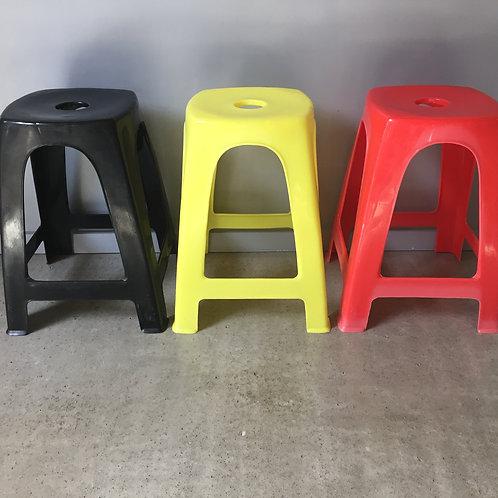 Tabourets plastiques empilables