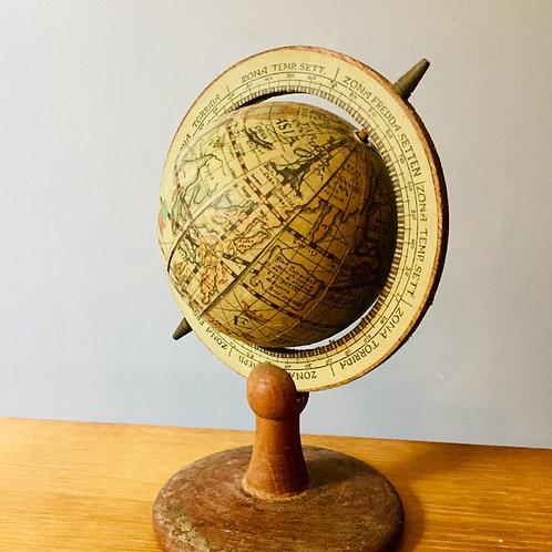 Petit globe rétro