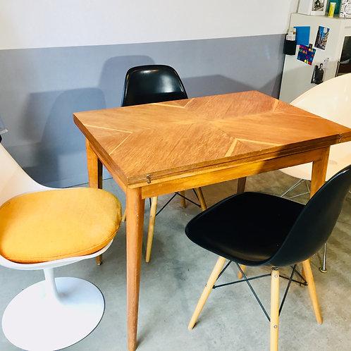 Table porte feuille