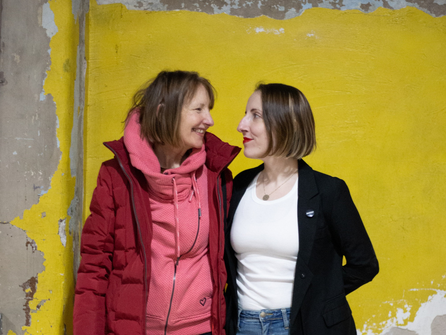 A moment with mom - Artist Lea Wülferth with her art historian mother