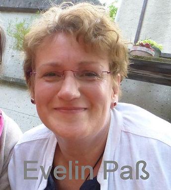 Portrait Evelin_edited.jpg