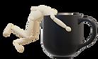 Holzpuppe fällt in Kaffeetasse