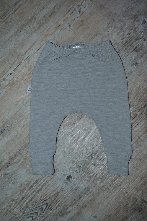 Slim-Harem grau meliert aus Rib-Jersey, Gr. 6-9M.