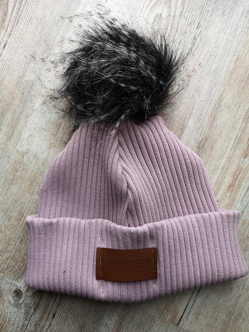 Mütze grobstrick in flieder mit schwarzer Bommel ab 10 Jahre