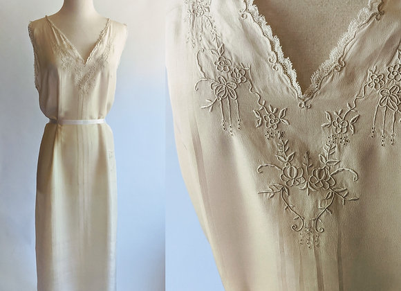"""1930s ivory embroidered nightgown 41""""bust"""