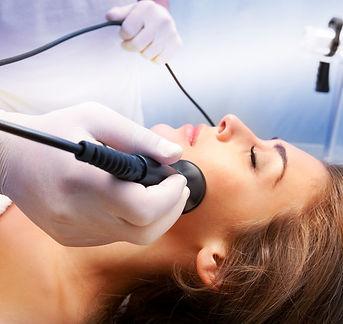 Radiofrequenzbehandlung zur Hautverjüngung