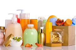verschiedene Kosmetikartikel im Kosmetikstudio